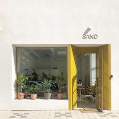 homes interior ideas Cafe Shop Design, Store Design, House Design, Cafe Exterior, Exterior Design, Coffee Shop Aesthetic, Shop Facade, Shop Interiors, Cafe Bar