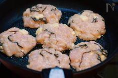 冷めても美味しい♪『むね肉と塩昆布の刻みチーズつくね』 by Yuu | レシピサイト「Nadia | ナディア」プロの料理を無料で検索