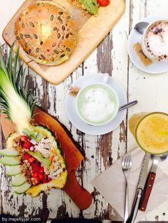 Acai Bowl und vegetarischer Bagel, dazu Matcha Latte | Barcelona für Foodies - Frühstück im Brunch & Cake