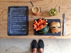 BENTO DU JOUR 12/07/2016 : Légumes crus bio : carottes + courgettes - Fèves bio (de notre jardin!) marinées : huile d'olive + coriandre + persil + citron - Pavé chêvre-épinard DU PAIN &  DES IDEES - Emprisurisé au caramel de MALO