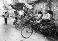 Rickshaw drivers witing for passengers, Hindu Street/Shankaria Bazaar, Dhaka, Bangladesh, Indian Sub-Continent, Asia.