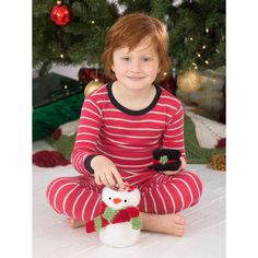 Slip your holiday treat jar into a crocheted snowman for added winter fun!