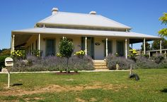 Our photo gallery shows our beautiful Harkaway Homes - Classic Victorian and Early Federation Verandah homes White Exterior Houses, Dream House Exterior, Style At Home, Farm Plans, Old Farm Houses, Interior Garden, Australian Homes, Facade House, House Front