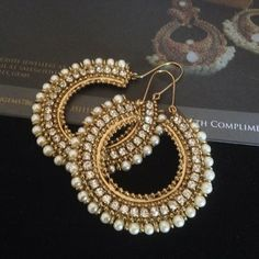 Women should never go without earrings. Passing on them is an opportunity missed. Indian Jewelry Earrings, Jewelry Design Earrings, Indian Wedding Jewelry, Bridal Earrings, Fashion Earrings, Bridal Jewelry, Fashion Jewelry, India Jewelry, Gold Jewelry
