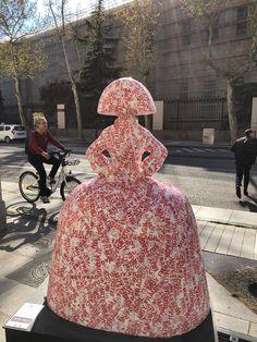 """""""Menina All Over"""" por Laura Ponte en Serrano, 24 Arte Country, Wooden Dolls, Public Art, Installation Art, Contemporary Artists, Madrid, Art Projects, Street Art, Spain"""