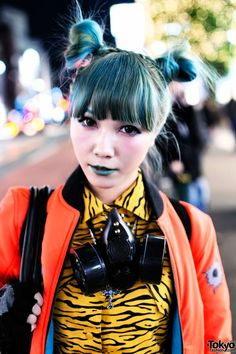 Mai on the street in after dark w/ green hair green lipstick, gasmask, tiger head backpack Jeremy Scott fashion. More pics of Mai's look here! Japanese Streets, Japanese Street Fashion, Tokyo Fashion, Harajuku Fashion, Asian Fashion, Mode Harajuku, Harajuku Japan, Harajuku Girls, Jeremy Scott