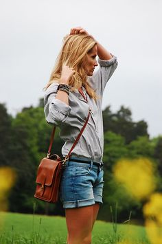 This looks cool! I love the bag. And the oversize shirt is perfect for those cut-offs