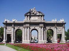 Puerta de Alcalá (fachada este).jpg Madrid