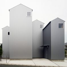I would so love to see inside these houses in Japan !  Hopefully it is wide open with light on the other side !