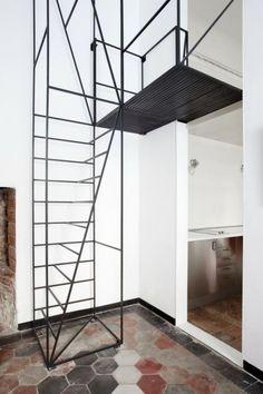 industrielle Treppe aus Stahl-schwarz lackiert