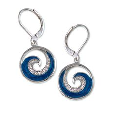 HOLLY'S<br>PEARLIZED WAVE EARRINGS - Gem Box
