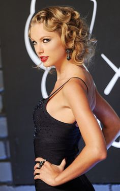 Taylor Swift photographed on the red carpet at the 2013 MTV Video Music Awards in Brooklyn, New York.   MTV Photo Gallery