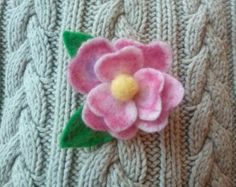 Fleur rose Needle Felted broche