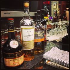 It was a good, busy start to the week and the days are booking up fast.....next openings are for Friday! #barbers #barbershop #whisky #brandy #december #tradition #yaletownbarbers #lifeisgood #thefinerthings #cheers #barberlife #yaletown #vancouver #barbershops Read more at http://web.stagram.com/n/barberboss/#EluSwlgPe3GAJmHh.99 Shelley Salehi @loveyourbarber Instagram photos | Webstagram