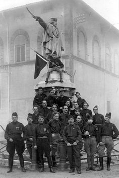 Blackshirts - All Italians were expected to obey Mussoliniand his Fascist Party. Authority was enforced by the use of the Blackshirts. Military Photos, Military History, Victory In Europe Day, Italian Empire, National History, Mata Hari, The Time Machine, Historical Photos, Historical Costume