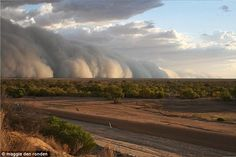 A massive dust storm approaches the small town of Bedourie in Queensland's south-western corner. Thanks to Maggie den Ronden for supplying this picture. World Weather, Weather Cloud, Dust Storm, Sky Landscape, Le Far West, Queensland Australia, Small Towns, Country Roads, Clouds