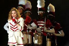 Madonna viaja com 30 seguranças e só aceita comida vegetariana http://aguriadourada.blogspot.com.br/2012/06/madonna-viaja-com-30-segurancas-e-so.html
