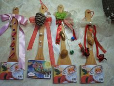 Νηπιαγωγός από τα πέντε...: ΗΜΕΡΟΛΟΓΙΑ ΓΙΑ ΜΙΑ ΤΕΛΕΙΑ ΧΡΟΝΙΑ!!!-ΙΔΕΕΣ ΑΠΟ ΤΟ ΔΙΑΔΙΚΤΥΟ... Christmas Time, Christmas Crafts, Xmas, Christmas Ideas, Wooden Spoons, Plant Hanger, Decoupage, Projects To Try, Calendar