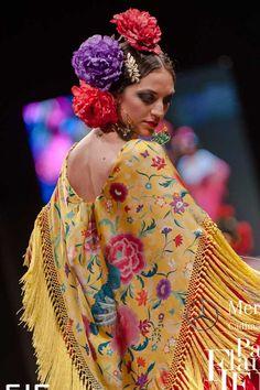 Wappíssima - Pasarela Flamenca Jerez 2016 - Pol Núñez - 2016 Spanish Dancer, Flamenco Dancers, Spanish Style, Vintage Bohemian, True Beauty, Sexy Men, Costumes, Model, Yellow