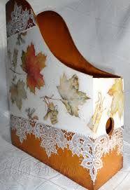 журнальницы декупаж - Поиск в Google Inspiration Artistique, Diy And Crafts, Arts And Crafts, Magazine Holders, Casket, Cozy House, Decoration, Needlework, Upcycle
