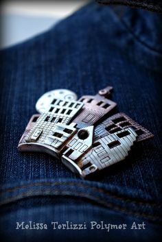 Polymer Clay Tutorial City Skyline Brooch Tutorial There's something special about a city skyline. They're gorgeous, mysterious, and make a great accessory too! This free polymer clay tutorial will show you the basic steps to making your own polymer clay skyline brooch. Enjoy & ...
