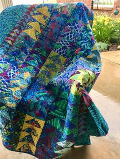 Quilting Projects, Quilting Designs, Bright Colors, Colours, Flying Geese Quilt, Culture Clothing, Reverse Applique, Textiles, Contemporary Quilts