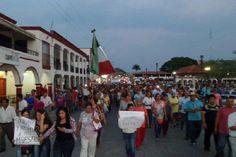 Maestros de Chiapas sostienen el paro y realizan masiva marcha http://insurgenciamagisterial.com/maestros-de-chiapas-sostienen-el-paro-y-realizan-masiva-marcha/