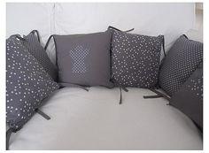 Tour de lit coussins 30x30 cm gris souris