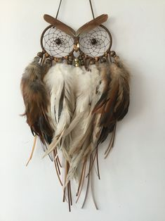 Happy Howl Dream Catcher Happy Howl Dream Catcher – Famous Last Words Making Dream Catchers, Owl Dream Catcher, Feather Crafts, Feather Art, Owl Crafts, Diy Crafts To Sell, Dream Catcher Tutorial, Diy Tumblr, Medicine Wheel