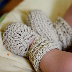 Crochet PATTERN baby booties pdf file Nina's by monpetitviolon. , via Etsy. Crochet Baby Shoes, Crochet Baby Booties, Crochet Slippers, Knitted Baby, Crochet Crafts, Crochet Projects, Knit Crochet, Baby Patterns, Crochet Patterns