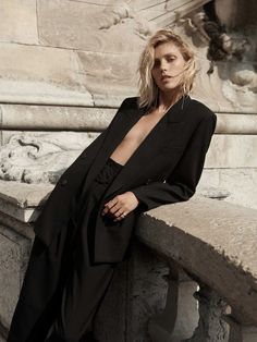 Anja Rubik Models ZARA Fall Winter Collection Looks You are in the right place about zara fa Anja Rubik, Lookbook Mode, Fashion Lookbook, All Black Looks, Fall Looks, Fashion Shoot, Editorial Fashion, Zara Suits, Mode Zara