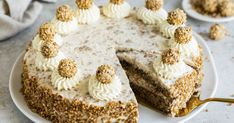 Giotto cake - just bake it yourself The best baking recipes with guaranteed success - Those who like Giotto will love this cake! This recipe is totally easy to bake and guaranteed to wo - Italian Pastries, Italian Desserts, Pastry Recipes, Baking Recipes, Easy Cake Recipes, Dessert Recipes, German Torte Recipe, Rocher Torte, Whole30 Recipes Lunch
