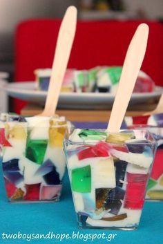 Απίθανο ζελέ φρούτων..!!! Πολύχρωμο και παιχνιδιάρικο.. Δροσερό και άκρως καλοκαιρινό.. Και πολύ πολύ εύκολο να το φτιάξεις.. Broken Glass Jello, Chocolates, Party Food For Adults, Party Food Buffet, Party Finger Foods, Summer Desserts, Sweet Recipes, Watermelon, Deserts