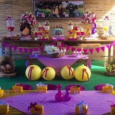 Um Piquenique bem lúdico para a bonequinha Beatriz comemorar seu aniversário. Masha e o Urso. #picnicnaescola ... Bear Birthday, 9th Birthday, Girl Birthday, Festa Moana Baby, Masha And The Bear, Bear Party, Baby Shower, Birthday Party Decorations, Party Time