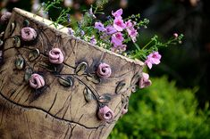 velký+květináč-pnoucí+růže-na+objednávku!+obal+je+keramický+ze+šamotu.+vhodný+na+ven+i+do+interieru+můžete+osázet+přímo,+nebo+použít+jako+obal+v17,5+cm+průměr+u+horního+okraje+19,5+cm+na+přání+vám+můžu+vyrobit+stejný+tvar+a+pozměnit+dekor+i+barvy,+ev.+dodělat+ucha+a+podmisku+nebo+naopak+tento+dekor+udělat+i+na+jiné+nádoby+a+tvary+