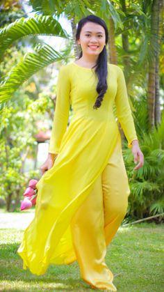 Vietnamese Clothing, Vietnamese Dress, Asian Style Dress, Valerie Bertinelli, Ao Dai, Girls Image, Cute Girls, Asian Girl, Fashion Beauty