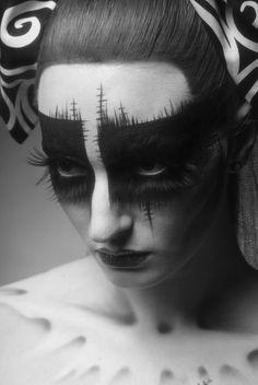 Tim Burton inspired makeup - next year's Halloween make up! Sfx Makeup, Costume Makeup, Makeup Art, Makeup Ideas, Makeup Geek, Helloween Make Up, Pretty Halloween, Halloween Party, Vintage Halloween