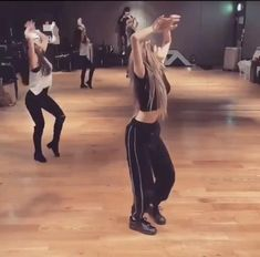 Hip Hop Dance Videos, Dance Music Videos, Dance Choreography Videos, Black Pink Songs, Black Pink Kpop, Black Pink Dance Practice, Dancer Workout, Amber Liu, Blackpink Funny