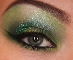 Green eyeshadow is like my absolute favorite on eyes!