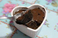 Bolo cremoso de chocolate na caneca - Panelinha Saudável – Receitas sem lactose e cheias de saúde!