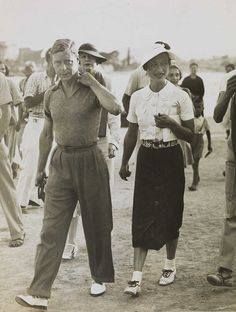 Wallis Simpson, The Duchess of Windsor, inspired fashion designers and film directors in the twenty-first century. Look back at Wallis Simpson's most stylish moments and best fashion in pictures. Wallis Simpson, Edward Viii, Edward Albert, Henry Viii, Princesa Diana, 1930s Fashion, Love Fashion, Classic Fashion, Men Fashion