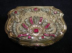Snuffbox Made Of Gold, Rubies And Diamonds, Made By Daniel Govaers (or Gouers) (French, Master 1717, Active 1736) - Paris, France   c.1733-1734  )  The Metropolitan Museum Of Art