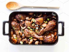 Coq au vin eli kukkoa viinissä   Reseptit   Anna.fi Chicken Wings, Nom Nom, Meat, Cooking, Dinner Ideas, Anna, Food, Coq Au Vin, Kitchen