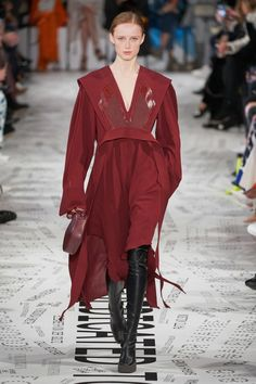 Stella McCartney Fall 2019 Ready-to-Wear Fashion Show - Vogue Fashion Week, Fashion 2020, Paris Fashion, Runway Fashion, Fashion Looks, Womens Fashion, Fashion Trends, Fashion Ideas, Stella Mccartney