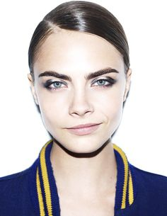 CARA DELEVINGNE photos - These Cara Delevigne photos by Terry Richardson highlight the edgy UK model's most prominent feature: her eyebrows. Using her eyebrows to enh. Cara Delevingne Style, Shiny Eyes, Smoky Eye, Makeup Inspiration, Style Inspiration, Editorial Fashion, Supermodels, Trends, Eye Liner