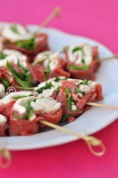 rotolini di carpaccio con bufala e rucola by streghettaincucina             #recipe     #juliesoissons