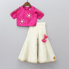 Shop online for Indian Ethnic wear for your baby, toddler or child. We also customise Indian Ethnic Wear. Kids Party Wear Dresses, Kids Dress Wear, Kids Gown, Dresses Kids Girl, Girls Wear, Girls Frock Design, Baby Dress Design, Baby Frocks Designs, Kids Frocks Design
