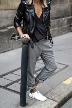 April 2020 - Who hasn't flirted with this look at some time? Find here the latest tomboy outfits and easily reboot your style. Estilo Casual Chic, Casual Chic Style, Casual Street Style, Street Style Women, Trendy Style, Tomboy Style, Street Styles, Estilo Tomboy, Edgy Chic
