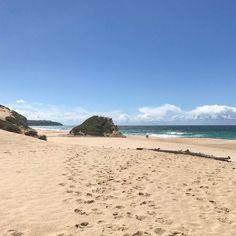 Impronte nella sabbia e la Praia do #Meco tutta per me #rainbowRTW il mio #Portogallo indimenticabile a soli 30 minuti a sud di #Lisbona questo è un vero paradiso. #visitportugal