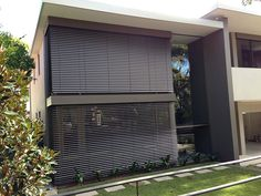 Latest No Cost Venetian Blinds facade Ideas In of windows some sort of window dressing to provide privacy, sun protection and light diffusion, or just simply so Blinds For Windows, Curtains With Blinds, Window Blinds, Exterior Blinds, Front Verandah, Blackout Shades, Window Glazing, Solar, Outdoor Blinds